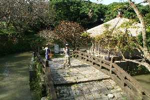 沖縄・首里の弁財天堂